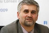 Ministr životního prostředí Jan Dusík oznámil, že odchází z vlády