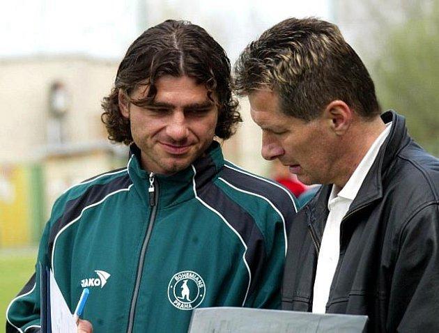 Jaromír Jindráček (vlevo) v dobách své spolupráce s Lubošem Urbanem na lavičce fotbalistů Bohemians Praha.