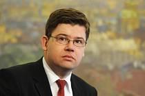 Ministr spravedlnosti Jiří Pospíšil (na snímku) se rozhodl vyhovět návrhu na odvolání pražského vrchního státního zástupce Vlastimila Rampuly. Oznámil to 22. července na tiskové konferenci.