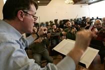 Kosovští filharmonici zkoušejí  Ódu na radost, která zazní při vyhlášení nezávislosti Kosova.