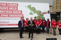Labouristé zahájili kampaň před mimořádnými volbami. V plánu mají rozsáhlé znárodňování.