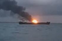 V Kerčském průlivu hoří lodě.