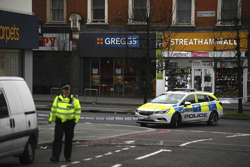 Útočník v londýnském Streatham pobodal několik lidí