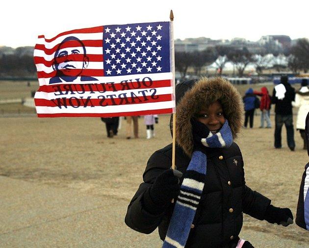 Na inauguraci! Davy lidí vyrazily s vlajkou podpořit Baracka Obamu.