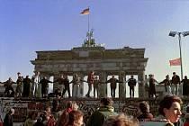 Brandenburská brána po pádu Berlínské zdi. Ilustrační foto