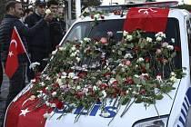 Exploze v Turecku si vyžádaly životy 38 lidí, z toho 30 policistů.