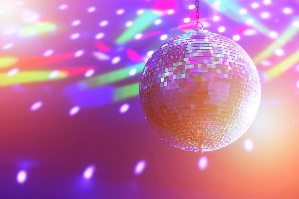 Hříšným nocím dodávala atmosféru v 60. letech i diskokoule.