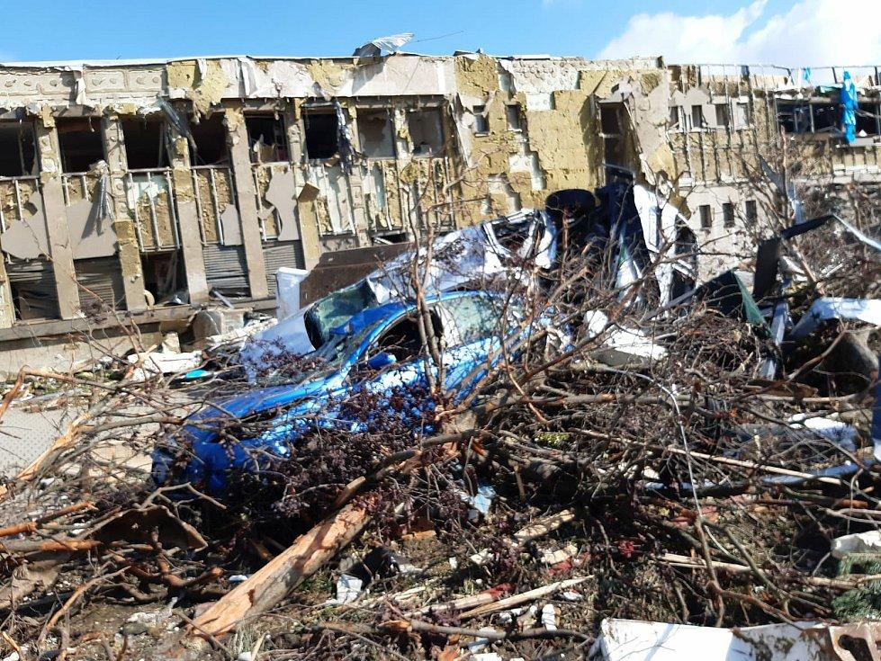 Tornádem způsobené škody v areálech MND v Lužicích