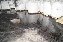 Inspekce uzavřela devastovaný sklad se 380 tunami cukru pro výrobu nápojů.