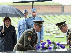 Pietního aktu se mimo jiné zůčastnila ministrině obrany Vlasta Parkanová.