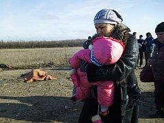 Dva roky války mezi vládními jednotkami a proruskými separatisty na východě Ukrajiny hluboce ovlivnily životy zhruba 580.000 dětí.
