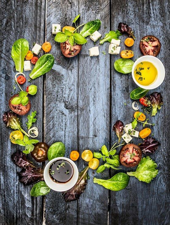 Salát připravíte snadno a suroviny na něj určitě budou v každé domácnosti