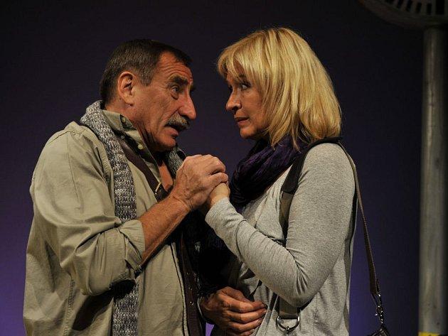 NEROZLUČNÝ PÁR. Herci Pavel Zedníček a Jana Paulová odehráli jen v Divadle Kalich tisící představení.