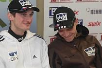 Čeští skokani Jakub Janda (vlevo) s Romanem Koudelkou na tiskové konferenci před zahájením MS v Liberci.