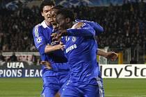 Chelsea se raduje. Na snímku zleva Balack, Drogba a Essien.