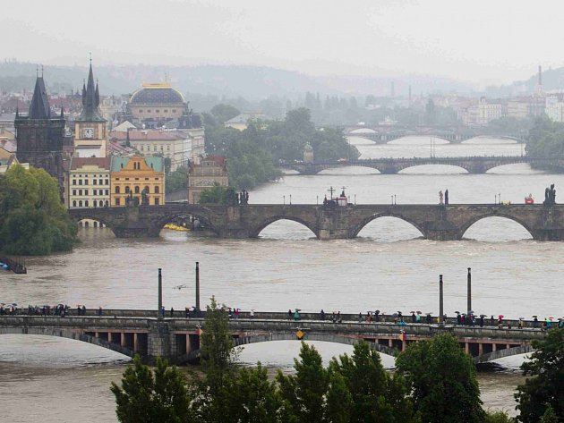 Vltava v Praze. Pondělí 3. června 2013.