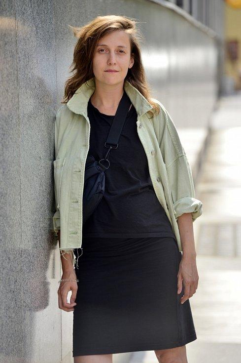 Tereza Dočkalová také moderuje satirický pořadBranky, body, kokoti, který se věnuje hlavně otázkám rovnosti pohlaví a právům menšin.