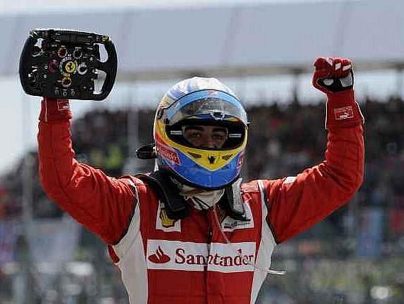 Vítěz Velké ceny Velké Británie Fernando Alonso.