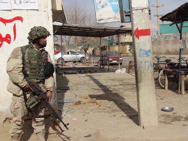 Obyvatele severoafghánské provincie Kunduz znepokojují ozbrojení a maskovaní cizinci, kteří převzali vedení mnohých vesnic a připravují lidi na příchod nové vlády.