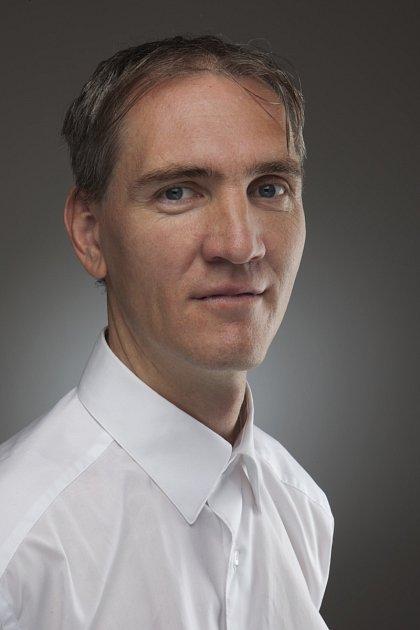Profesorem FSV UK Arnošt Veselý.