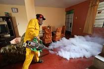 Brazílie nasadila i přes 200.000 vojáků, kteří budou v postižených oblastech obcházet domácnosti a radit lidem, jak se viru bránit.