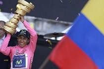 Nairo Quintana z Kolumbie se raduje z vítězství na Giro d'Italia.