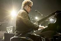 Legendární britský zpěvák a fenomenální hudebník Elton John.