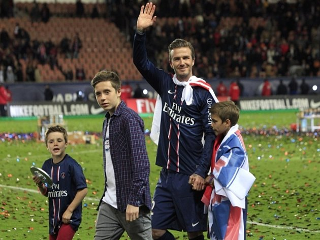 David Beckham se svými syny (zleva) Cruzem, Brooklynem a Romeo Jamesem.