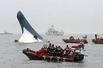 Potápějící se jihokorejský trajekt.