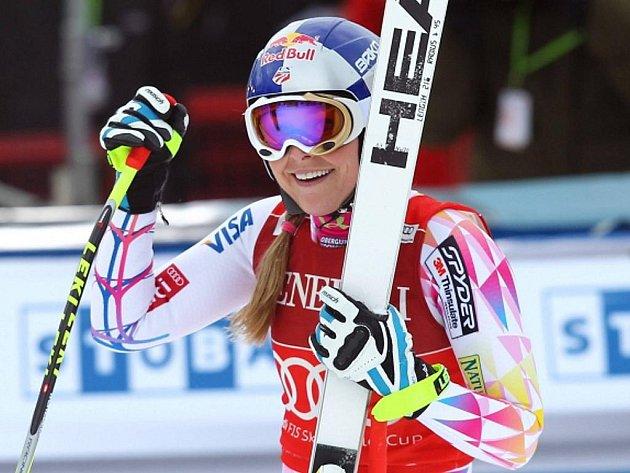 Lindsay Vonnová se raduje z vítězství v super-G v Lake Louise.