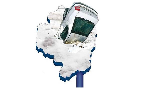 Vysočina - auto zabořené ve sněhu na D1