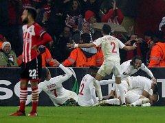 Radost fotbalistů Beer Ševy na hřišti Southamptonu.