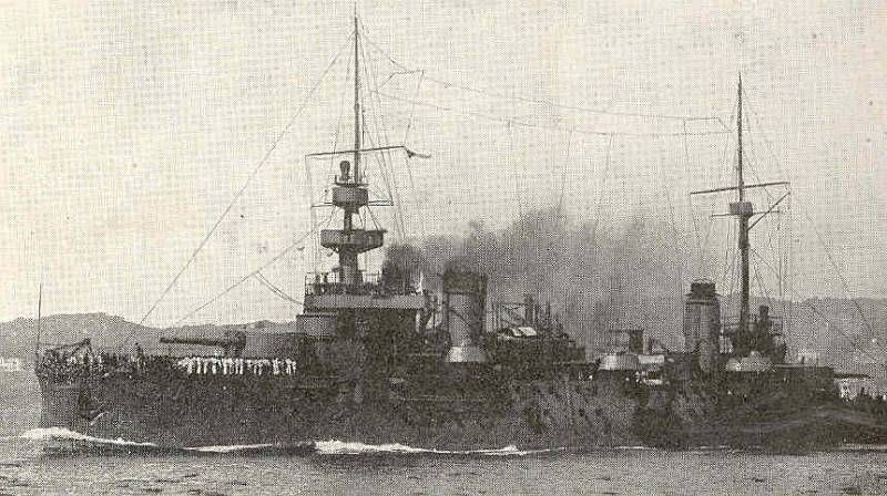 Bitevní loď Liberté plující plnou parou