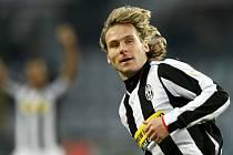 Záložník Juventusu Pavel Nevěd vévodí po podzimní části české anketě Zlatý míč 2008/2009.