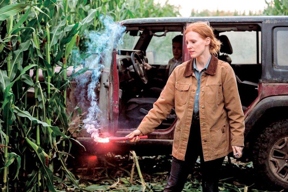 Interstellar - V multidimenzionální sci-fi podívané Christophera Nolana si zahrála dceru hlavního hrdiny a jedinou osobu na zemi, která může zachránit budoucnost lidstva.