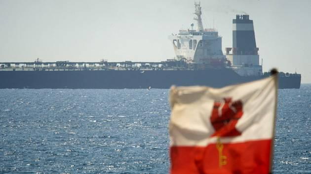 Íránský ropný tanker zadržený u Gibraltaru.
