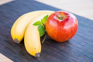 Jablko a banány - Ilustrační foto