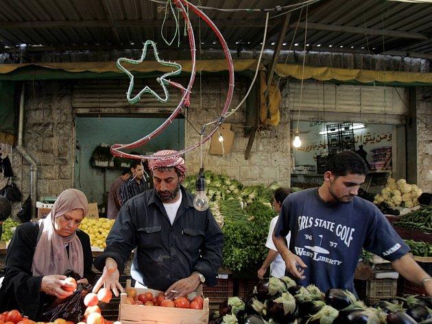 Trh v jordánském Ammánu před ramadánem.
