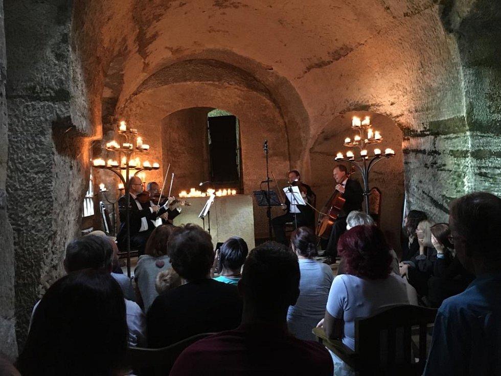 Koncert Smyčckového kvarteta Severočeské filharmonie v kapli hradu Sloup
