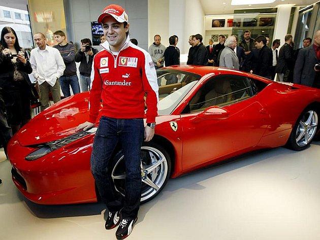 Filippe Massa představil Praze nového rudého krasavce.