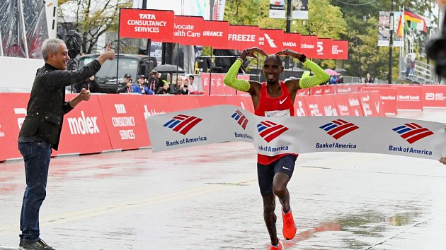 Mo Farah poprvé zvítězil v maratonu