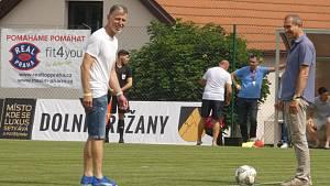 Můj fotbal živě:  Dolní Břežany  -  Zlatníky. Slavnostní výkop v podání Věslava Michalíka (starosta Břežan)  a Jaroslava Šilhavého.