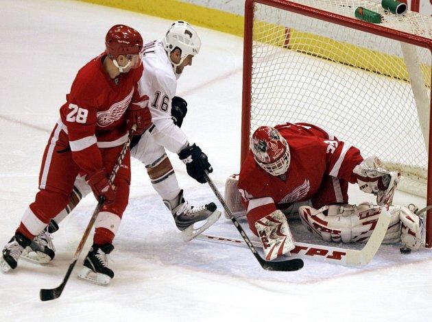 Dominik Hašek v utkání Detroitu s Edmontonem.