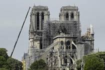 Střechu katedrály Notre-Dame zakryje plachta