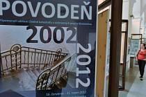 Výstava, která připomíná ničivé povodně v roce 2002, byla otevřena 16. července v chodbě knihovny pražského Klementina. Potrvá do 31. srpna.