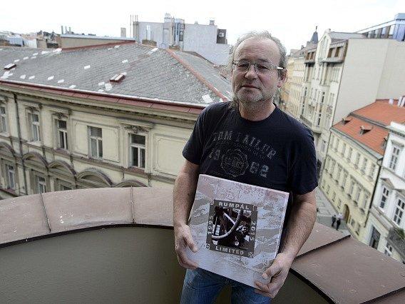 Zpěvák Pavel Kačes Husár.