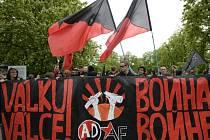 Přes 200 anarchistů dnes vyrazilo na pochod Prahou ze Střeleckého ostrova na náměstí Míru. Zdroj: http://www.denik.cz/z_domova/pres-200-anarchistu-vyrazilo-na-pochod-prahou-protestuji-proti-valce-a-policii-20150501.html