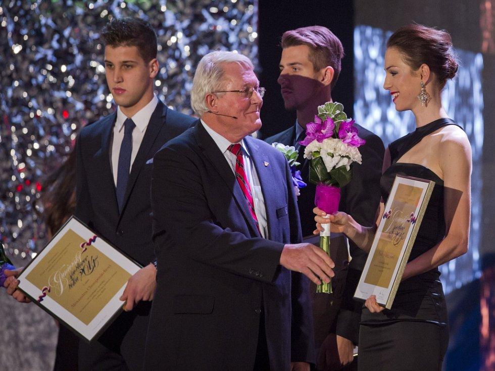 Anežka Drahotová (vpravo) byla vyhlášena nejlepším sportovcem roku 2014 v juniorské kategorii.