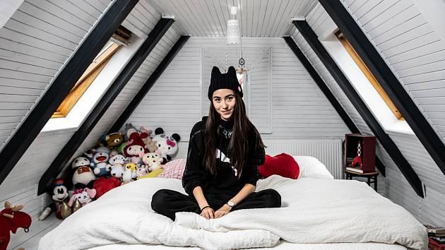 IKEA, blešák a Japonsko. Tak Naomi popisuje svoje bydlení.