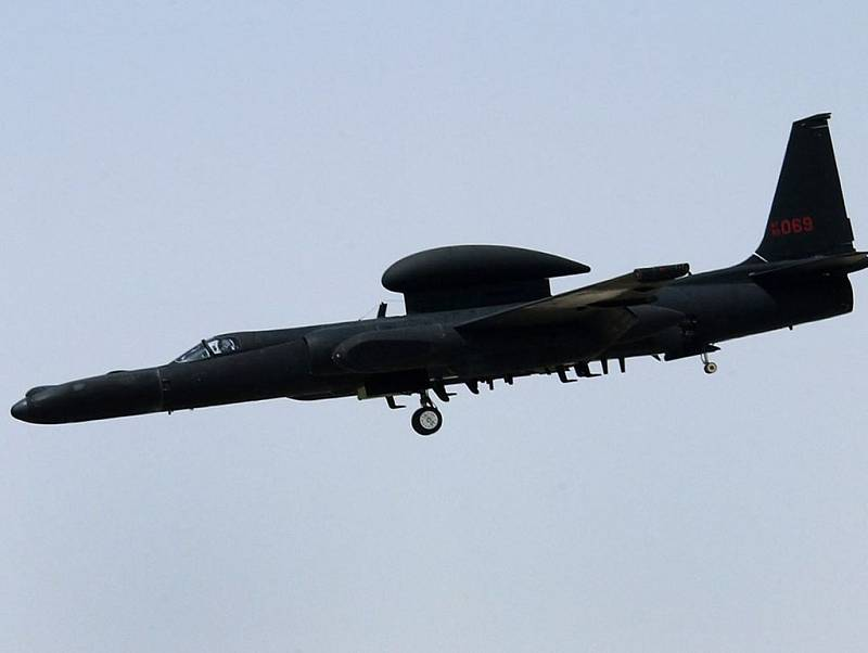 Průzkumný letoun Lockheed U-2, přezdívaný familiárně Dragon Lady. Šlo o letadlo určené pro průzkumné stratosférické lety
